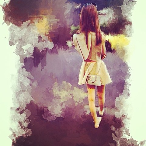 photoViva app draw on picture of a woman walk